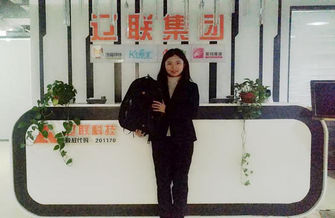 倪云霞获得培训第一名奖品.png 不负使命,永争第一 分公司新闻