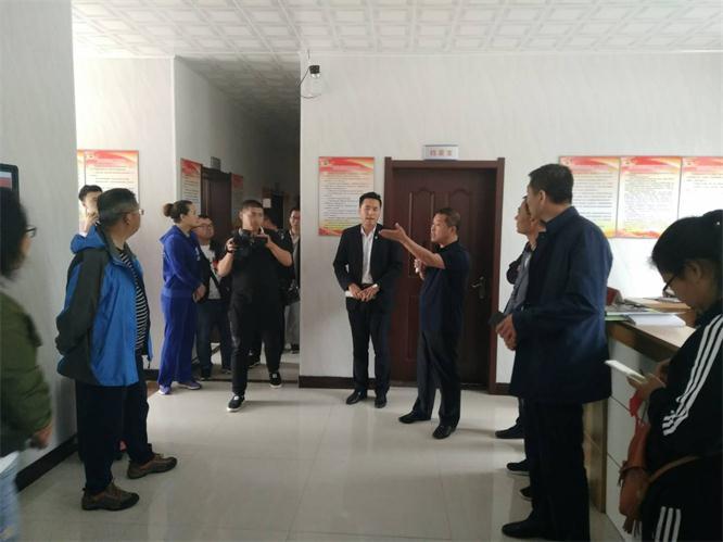 辽联电商参加市产业扶贫现场会议