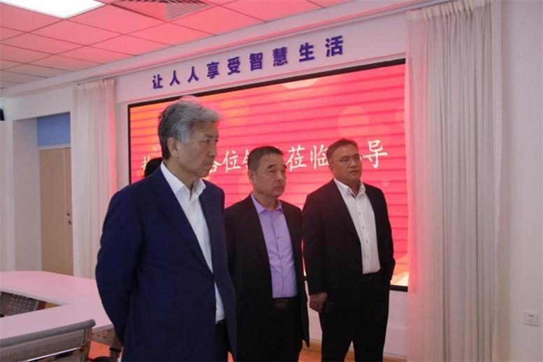 东软集团董事长兼CEO刘积仁莅临辽联集团考察 新闻资讯 第2张